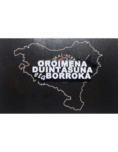Pin antifascista con la leyenda Oroimena, duintasuna eta borroka