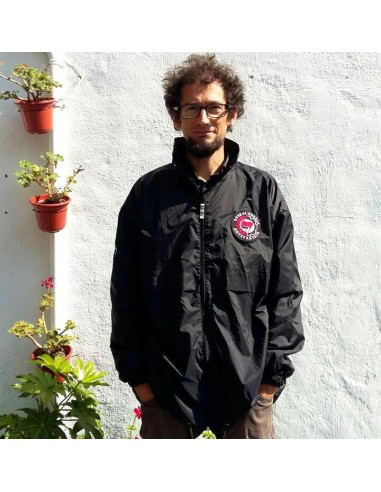Chubasquero negro Euskal Herria Antifaxista
