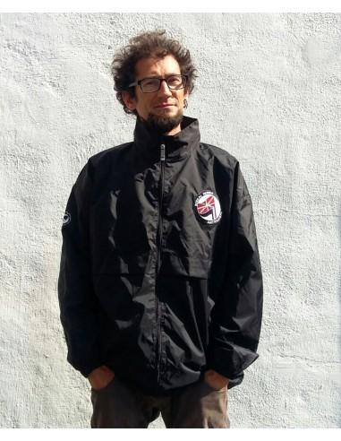 Chubasquero negro Ikurriña Euskal Herria Antifaxista