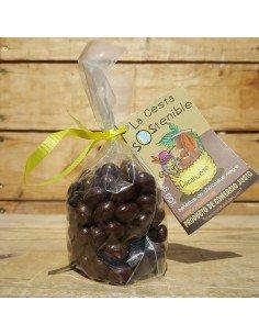 Cacahuete bañados en chocolate negro