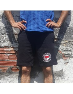 Bermuda Euskal Herria Antifaxista con laurel