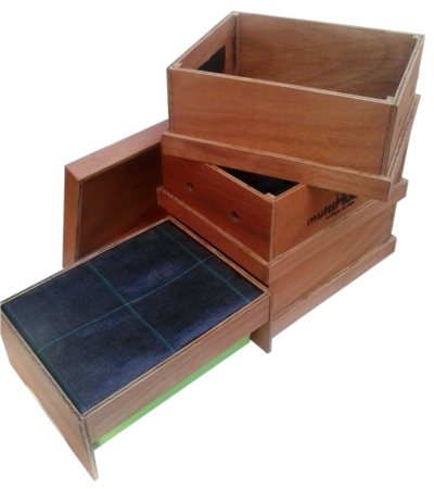 Caja compostadora con lombrices